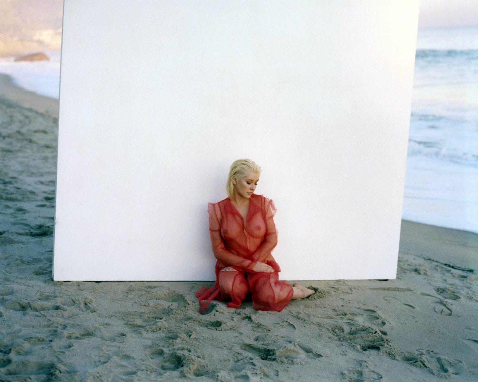 Celebrity Christina Aguilerra Nude Gif