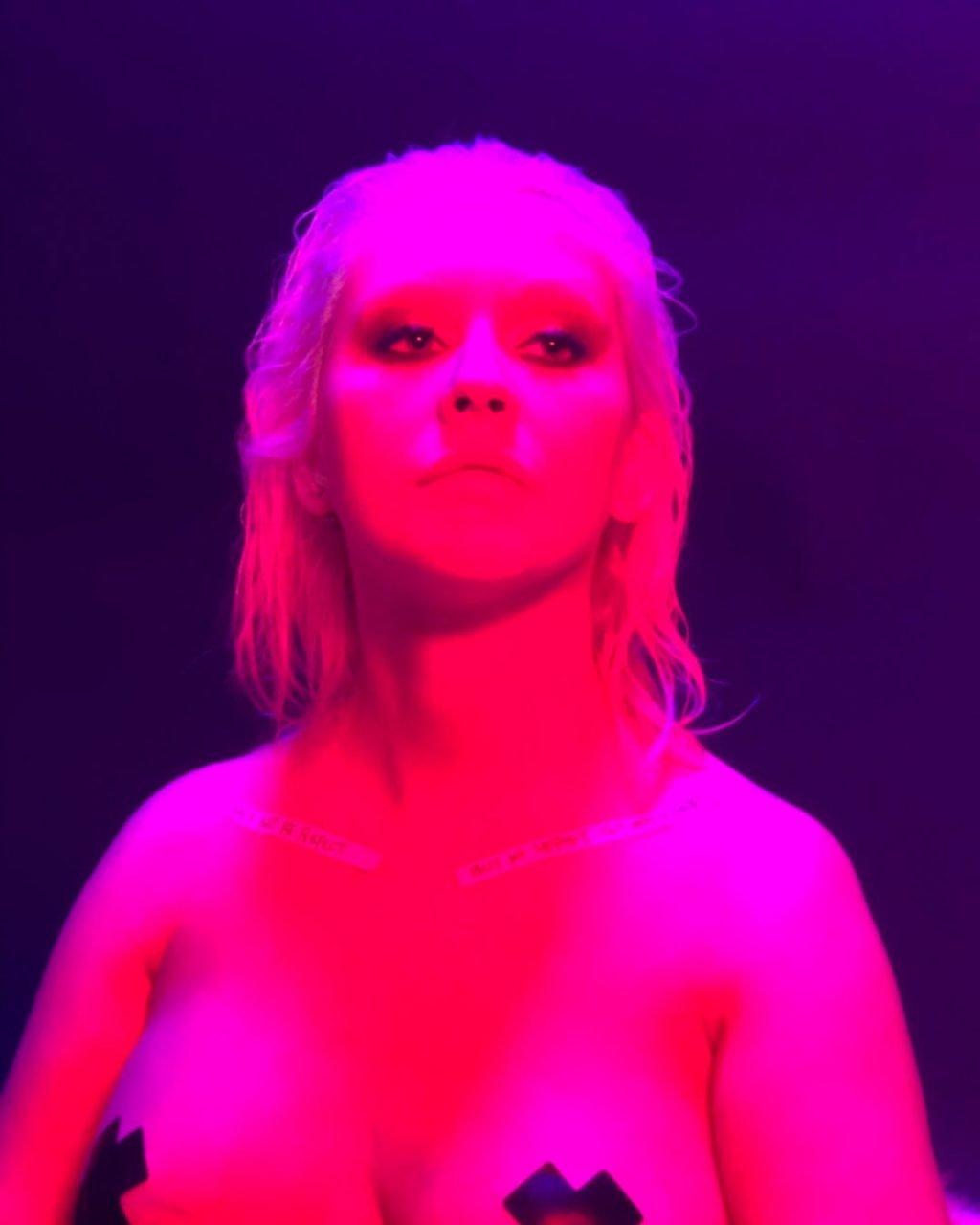 Christina Aguilera Nude & Sexy (24 Photos)