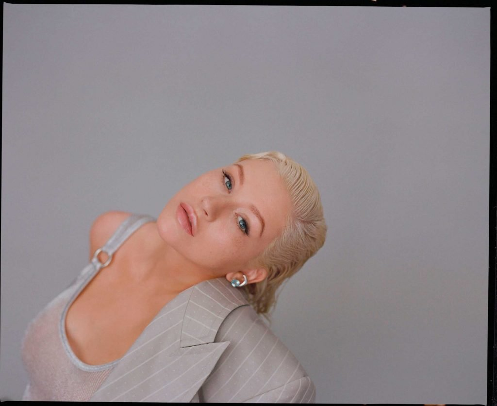Christina Aguilera Topless and Sexy (20 Photos)