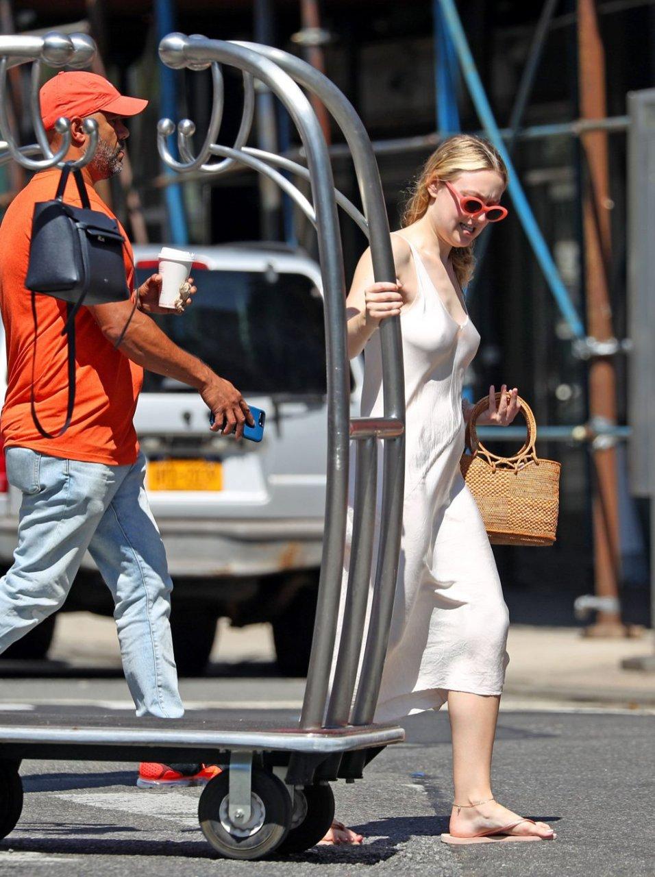 Dakota Fanning Braless (23 Photos) | #TheFappening