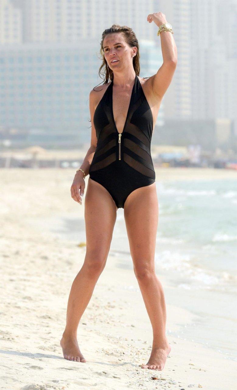 Danielle Lloyd Hot (47 Photos)