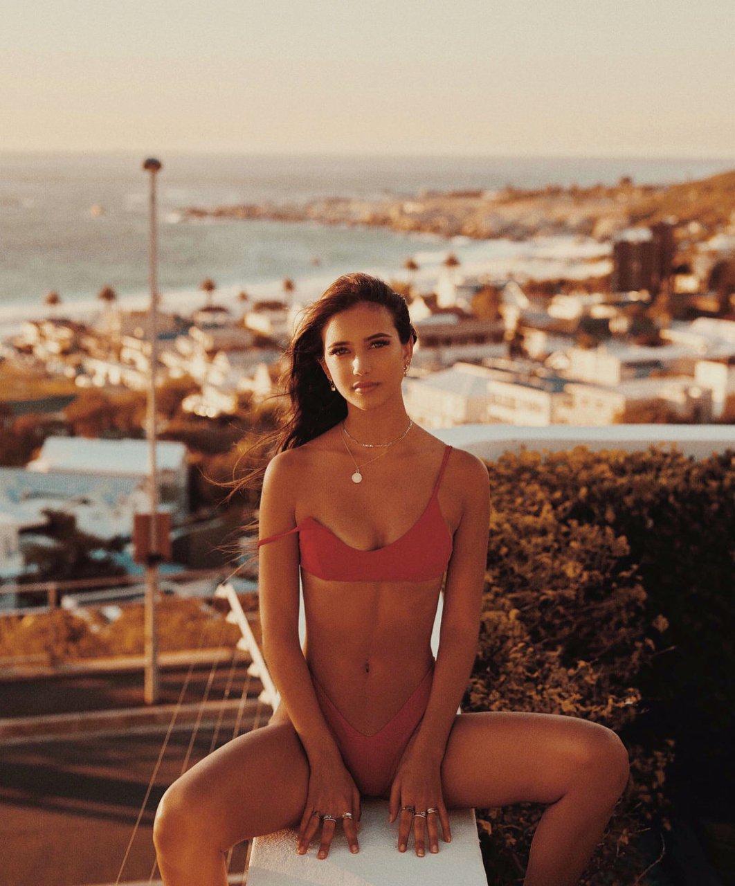 elisha herbert naked