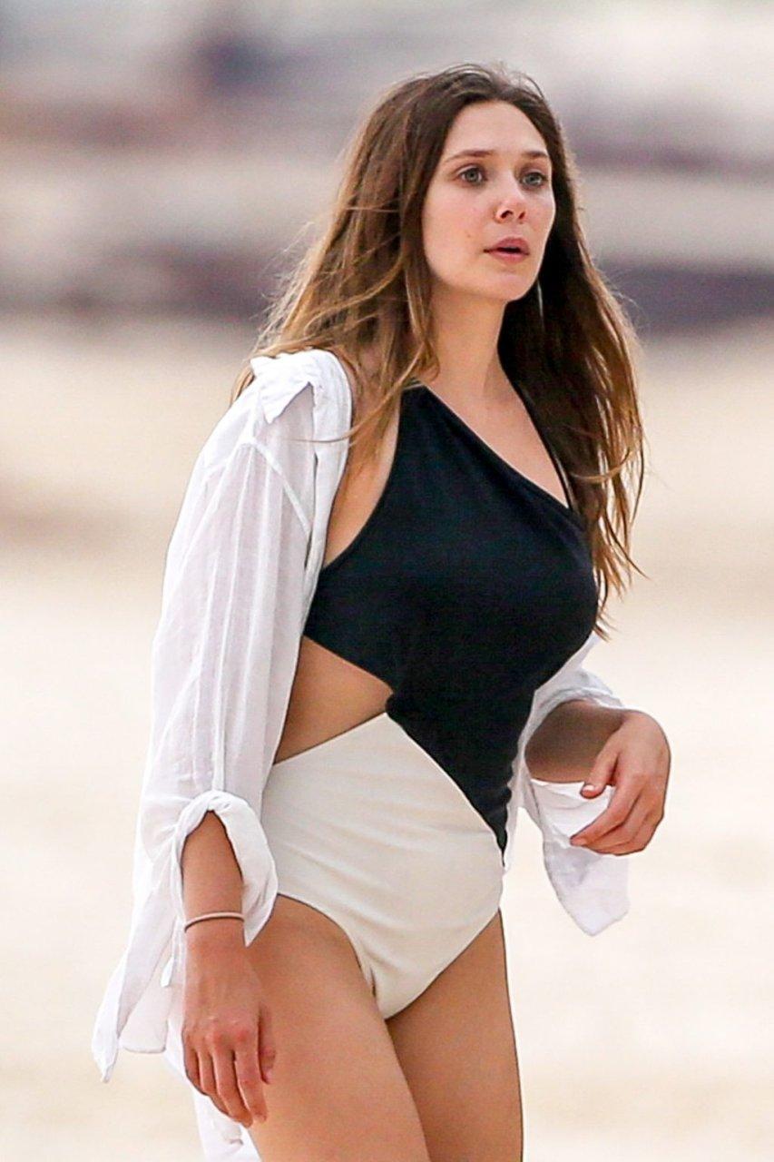 Elizabeth Olsen Sexy (44 Photos)