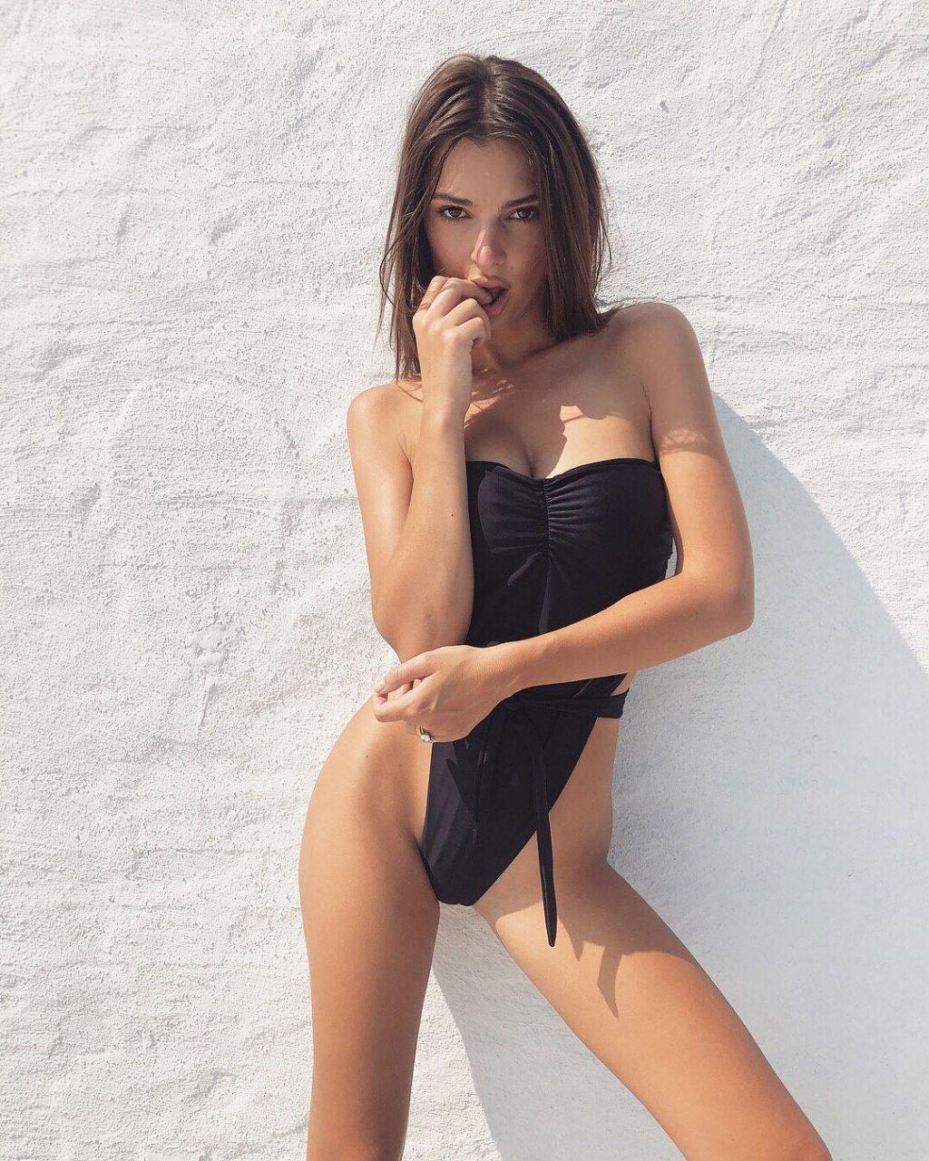 Emily Ratajkowski Sexy & Topless (12 Photos)