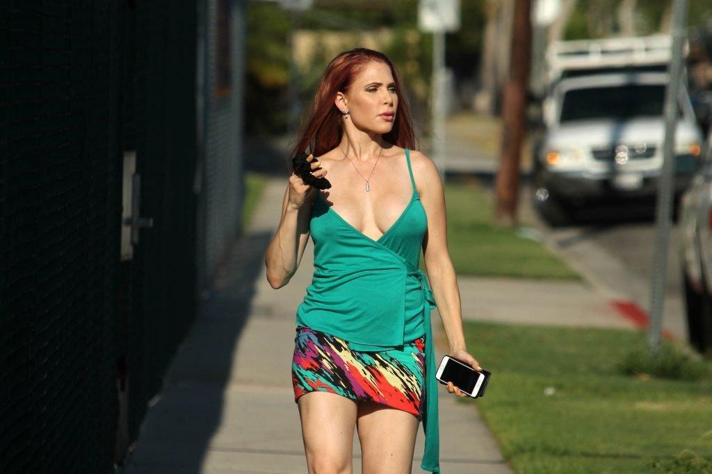 Erika Jordan Boob Slip (17 Photos)