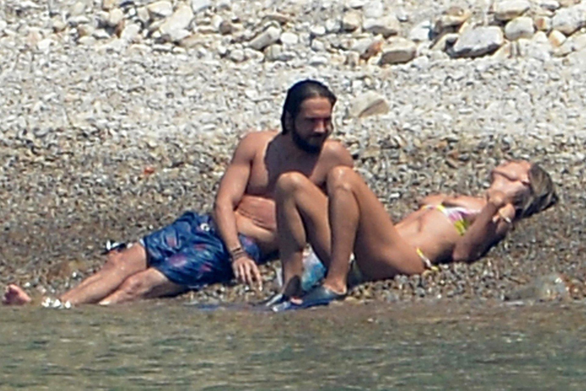 Heidi-Klum-Sexy-Topless-65-thefappeningblog.com_.jpg