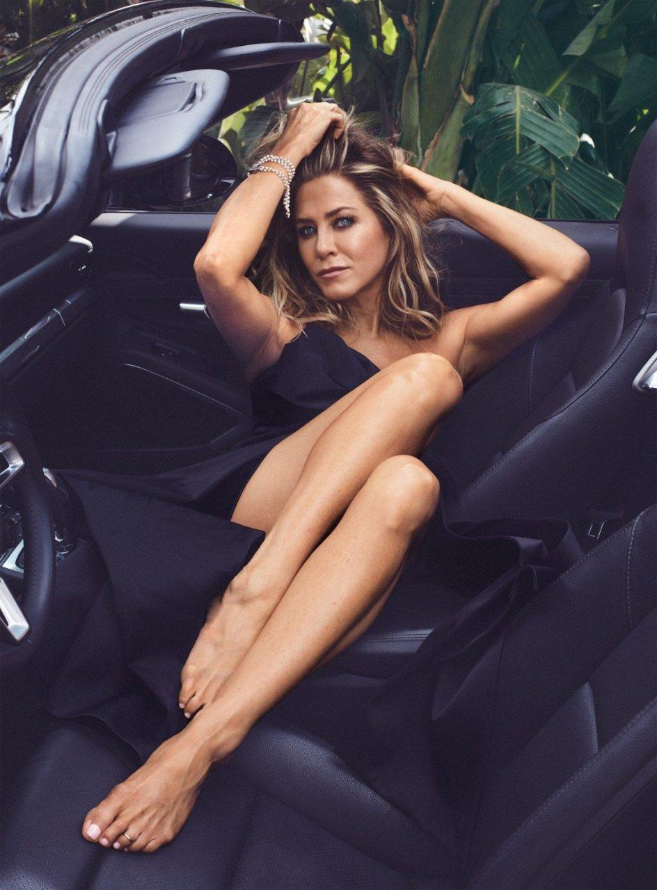 Jennifer Aniston Sexy (31 Photos + Video)