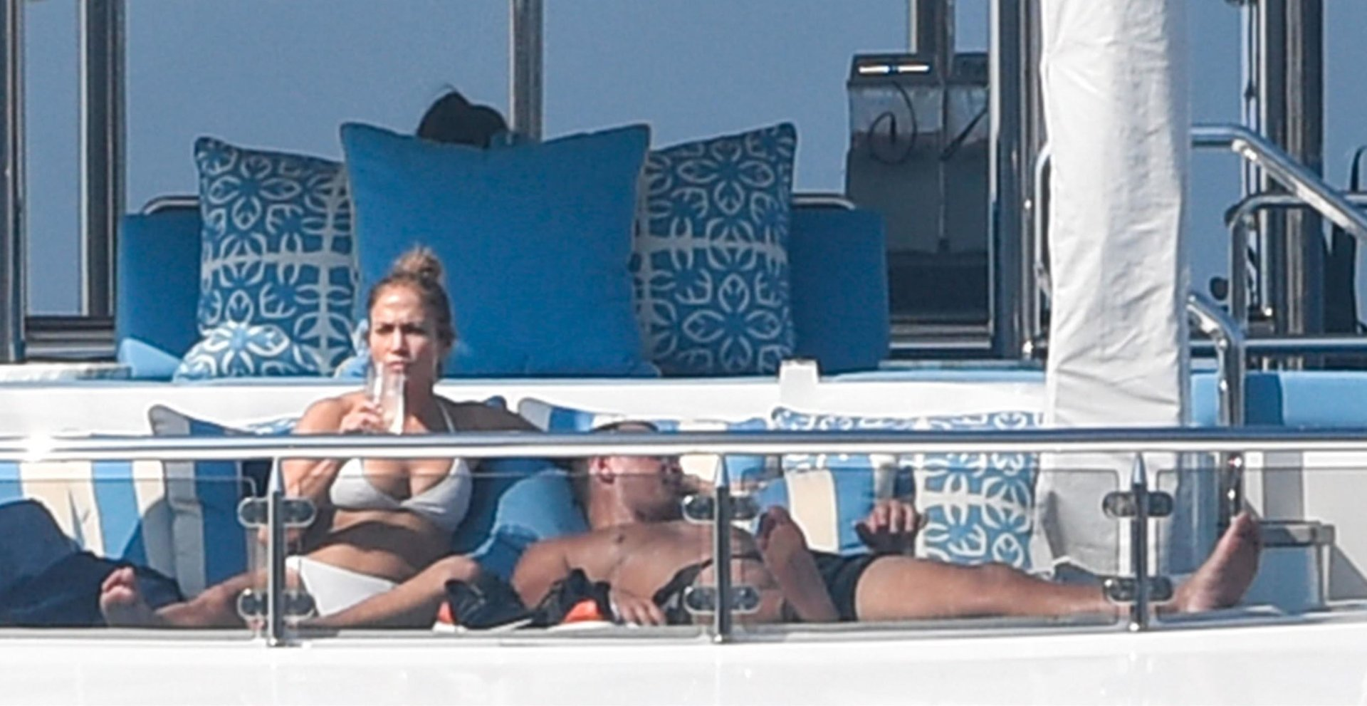 Jennifer-Lopez-Sexy-TheFappeningBlog.com-37.jpg