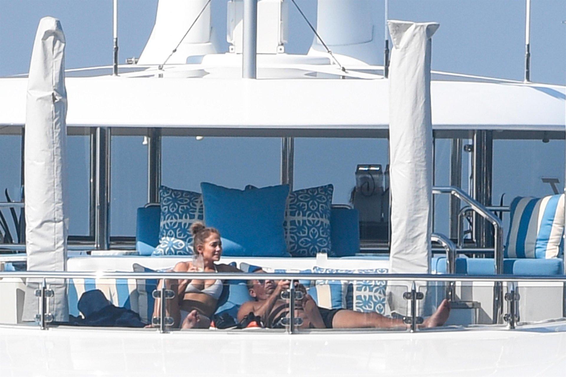 Jennifer-Lopez-Sexy-TheFappeningBlog.com-40.jpg