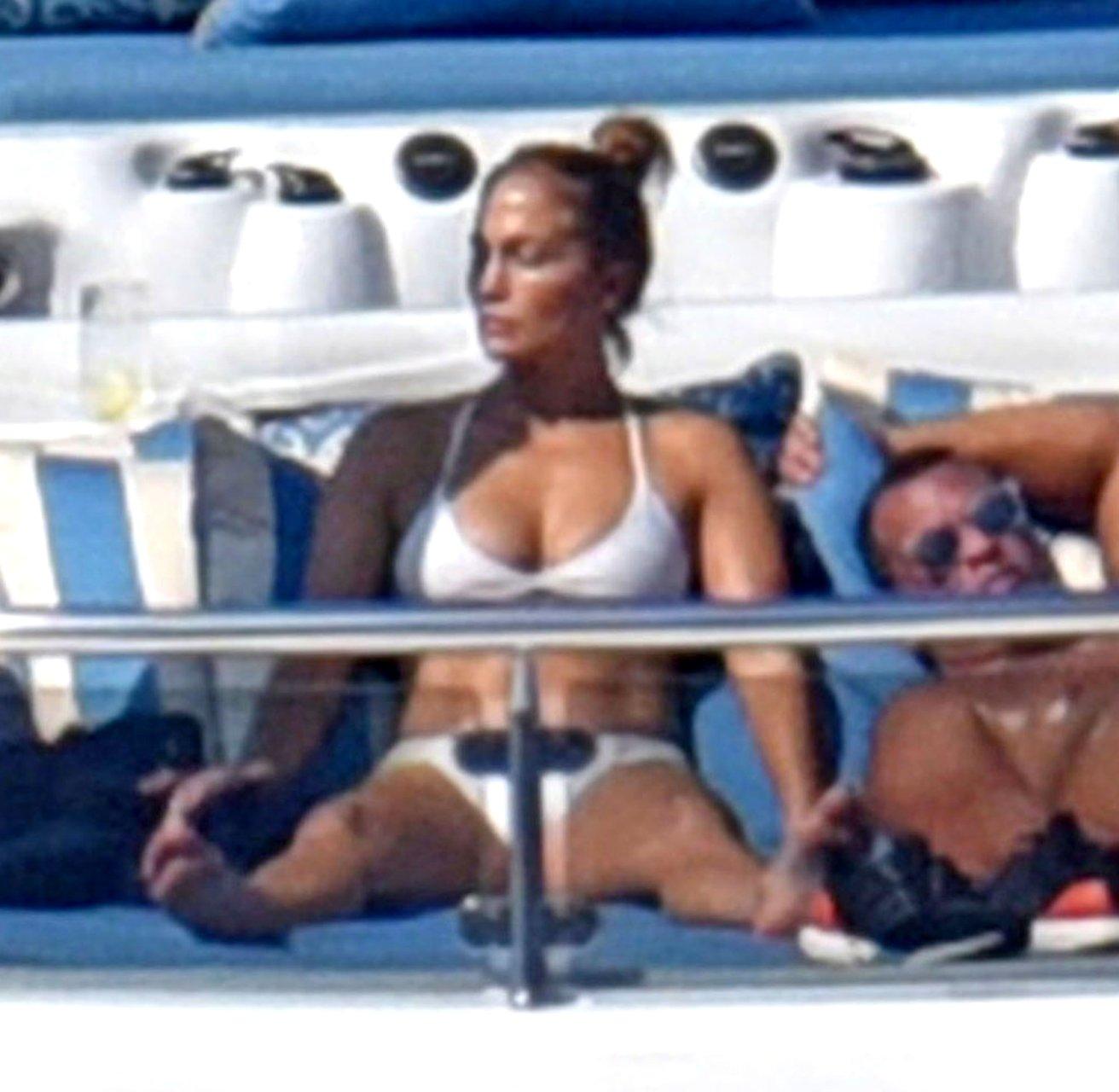 Jennifer-Lopez-Sexy-TheFappeningBlog.com-60.jpg