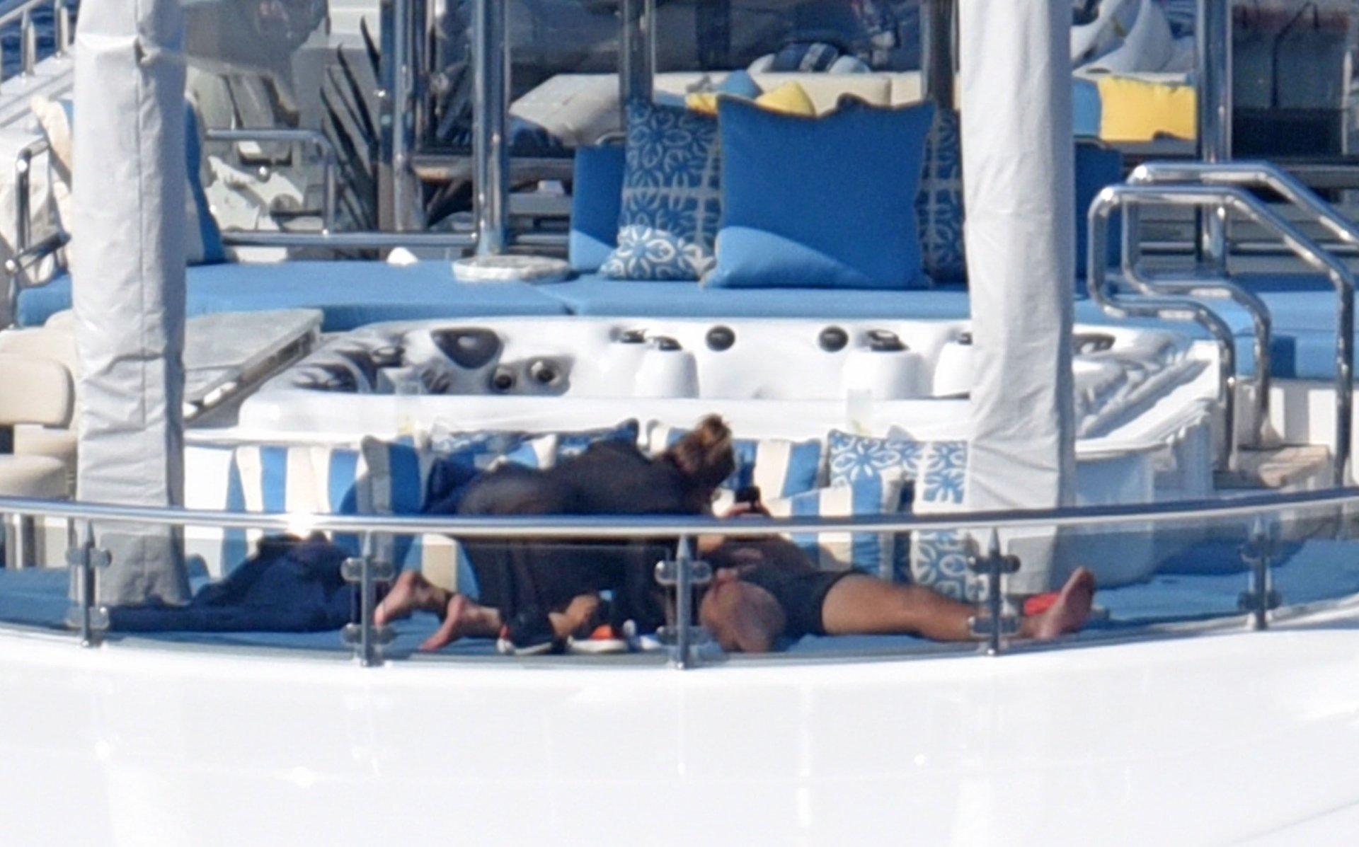 Jennifer-Lopez-Sexy-TheFappeningBlog.com-67.jpg