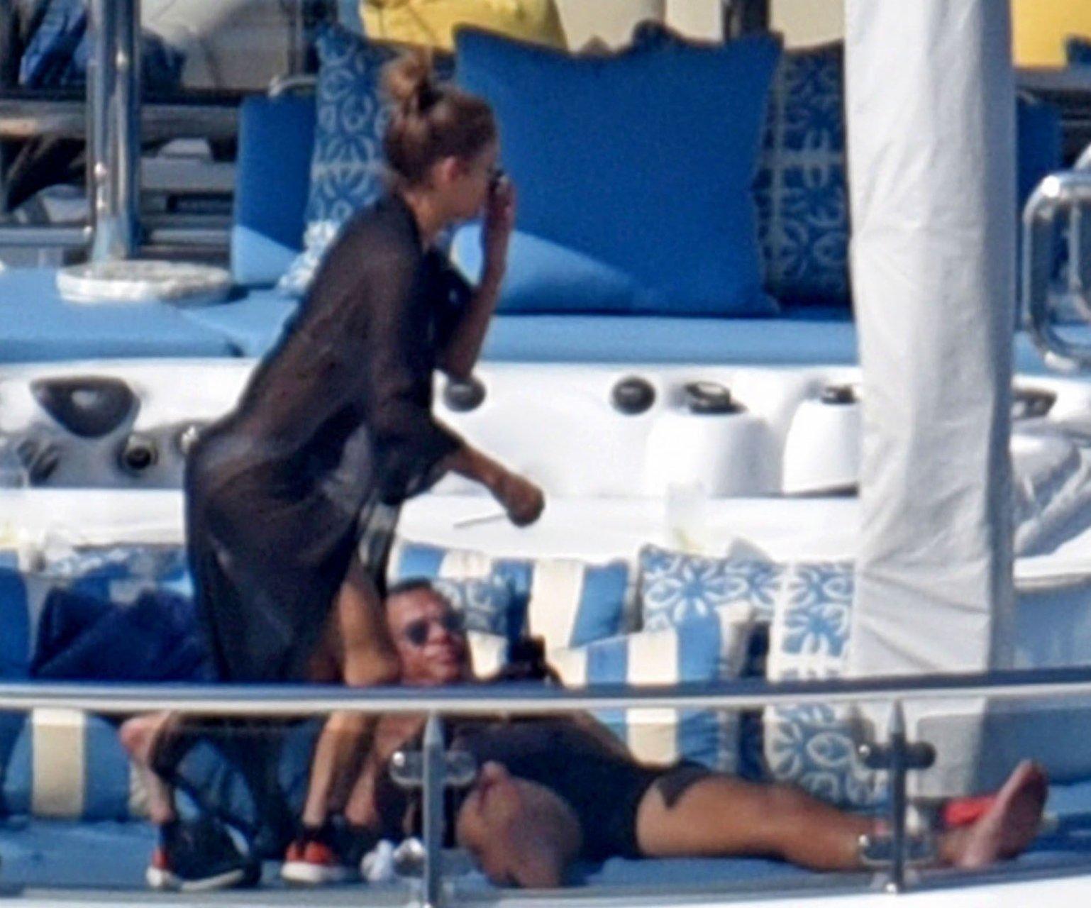 Jennifer-Lopez-Sexy-TheFappeningBlog.com-68.jpg