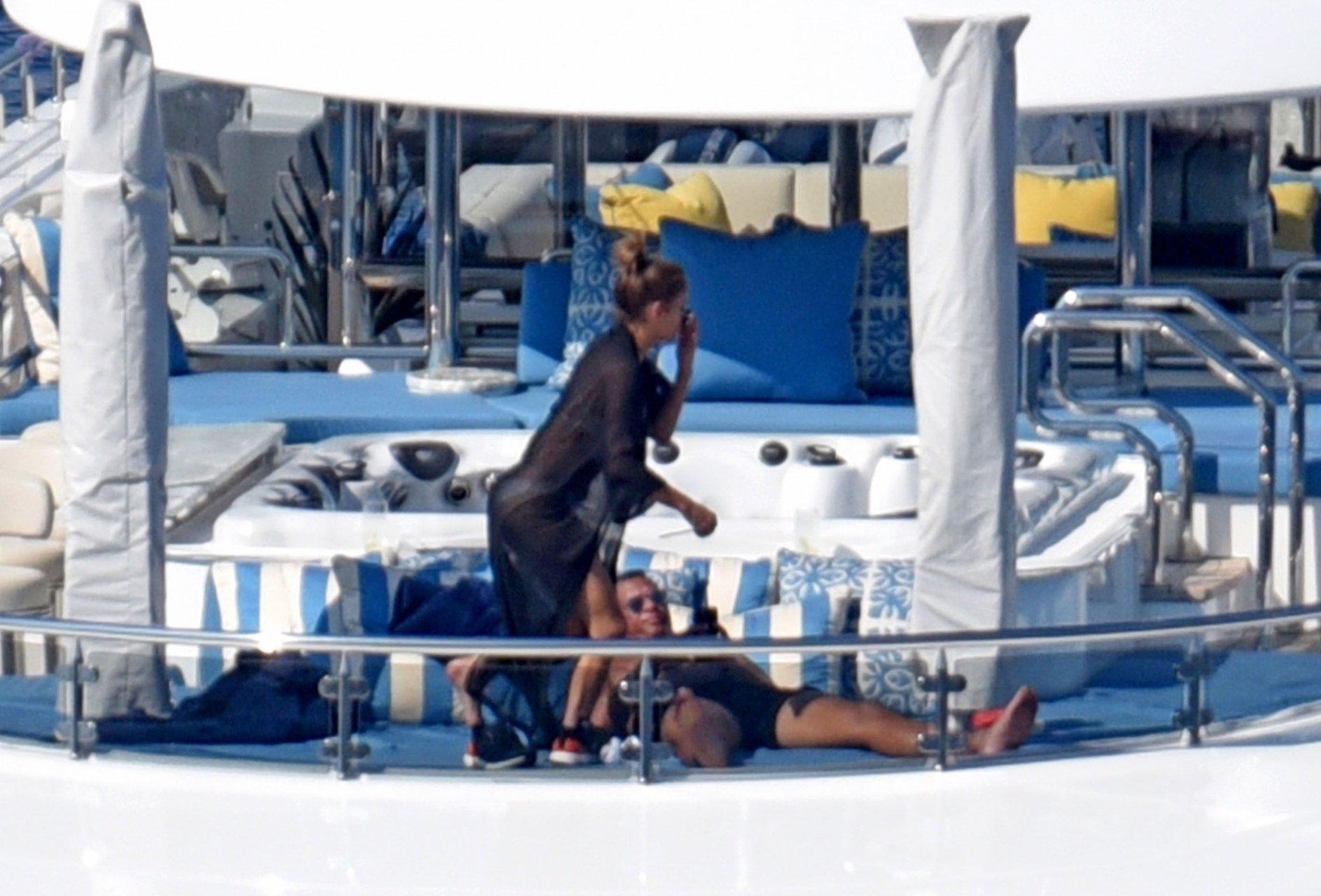 Jennifer-Lopez-Sexy-TheFappeningBlog.com-69.jpg