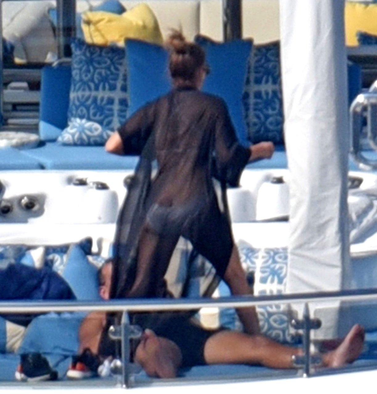 Jennifer-Lopez-Sexy-TheFappeningBlog.com-71.jpg
