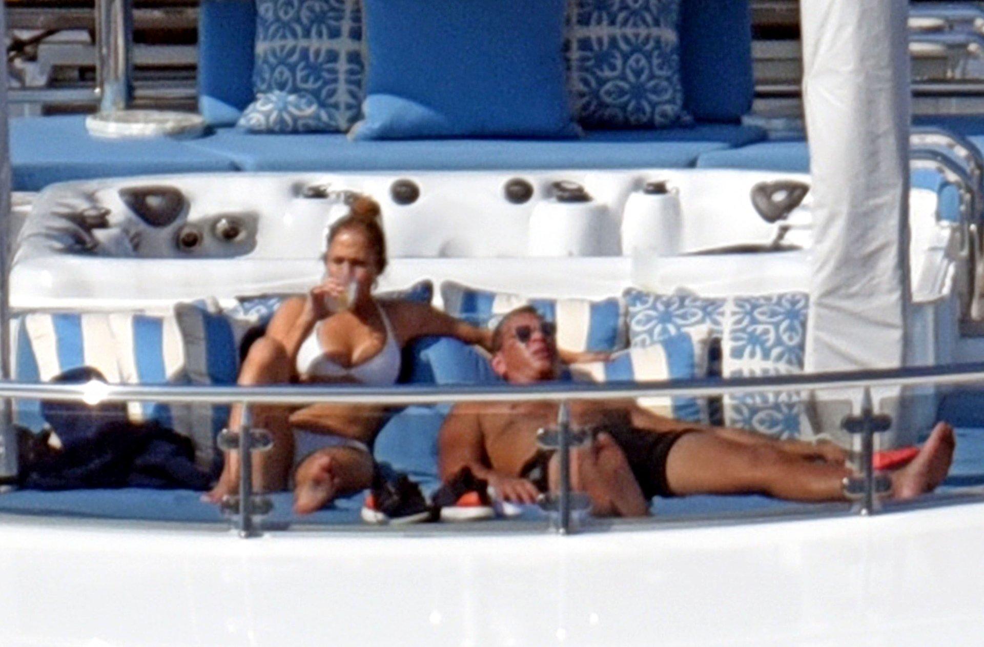 Jennifer-Lopez-Sexy-TheFappeningBlog.com-74.jpg