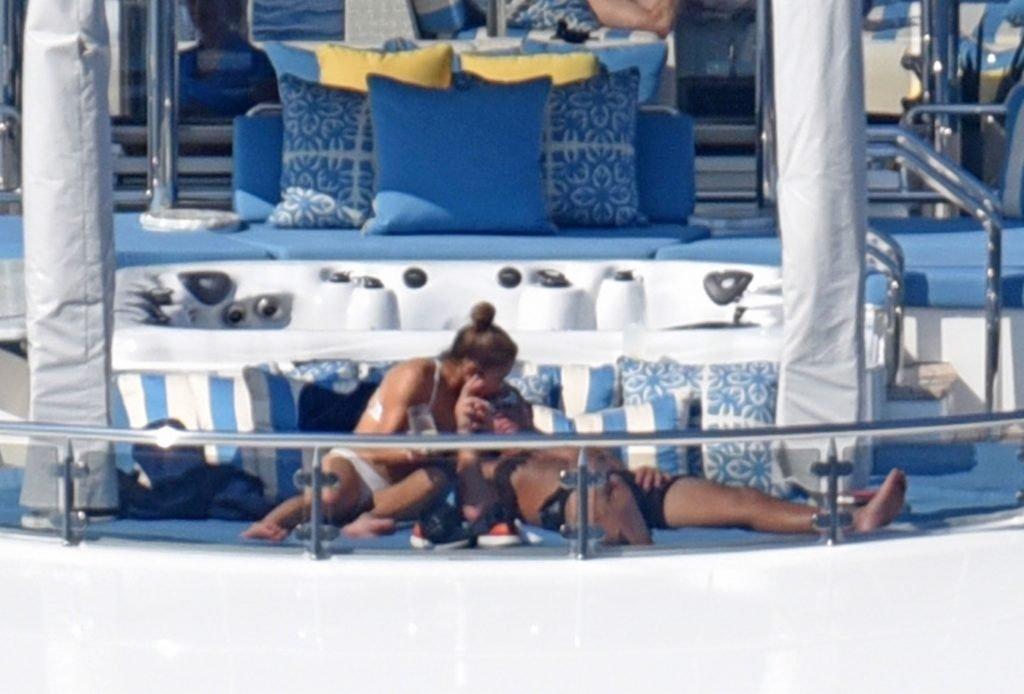 Jennifer Lopez Sexy (91 Photos)