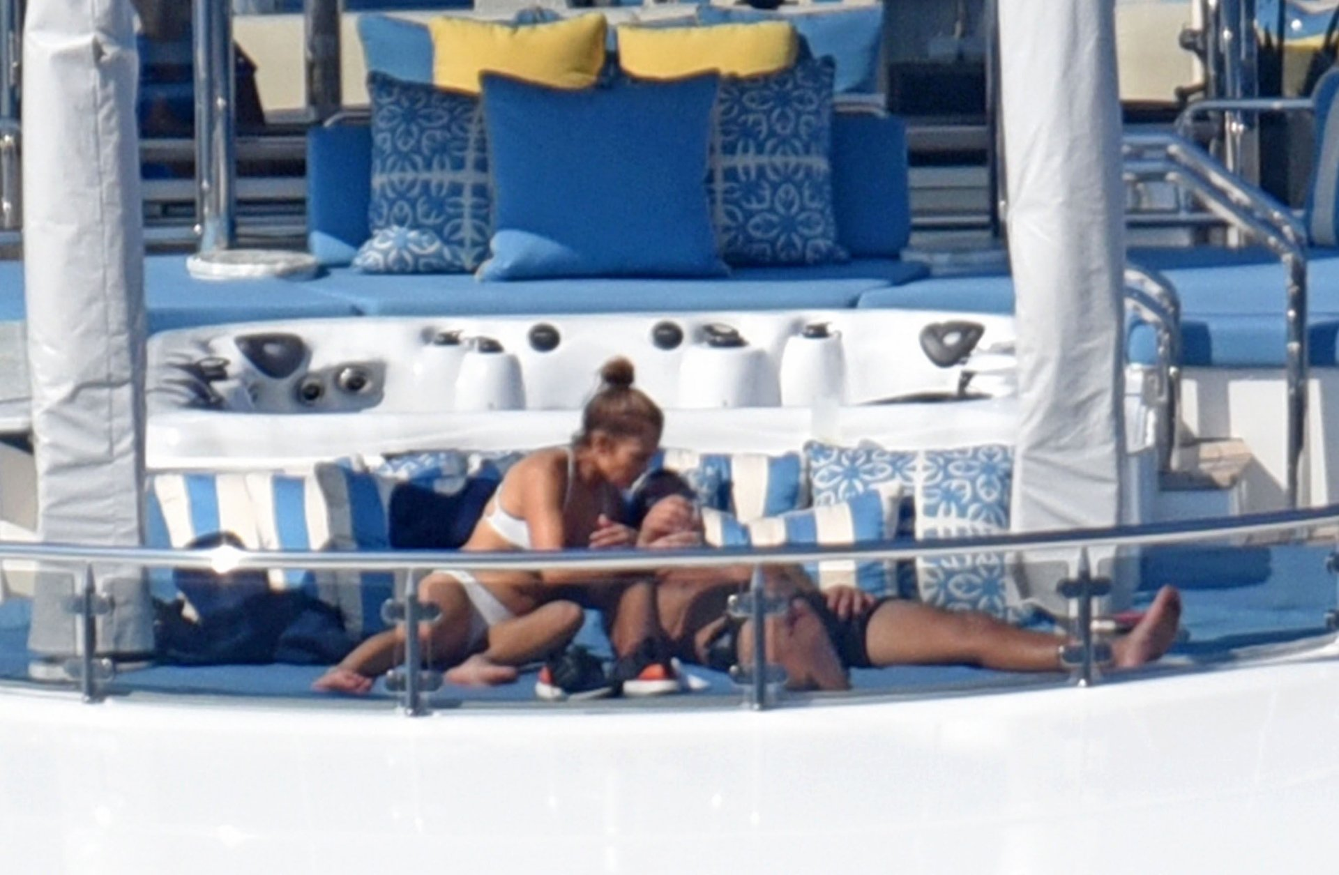 Jennifer-Lopez-Sexy-TheFappeningBlog.com-81.jpg