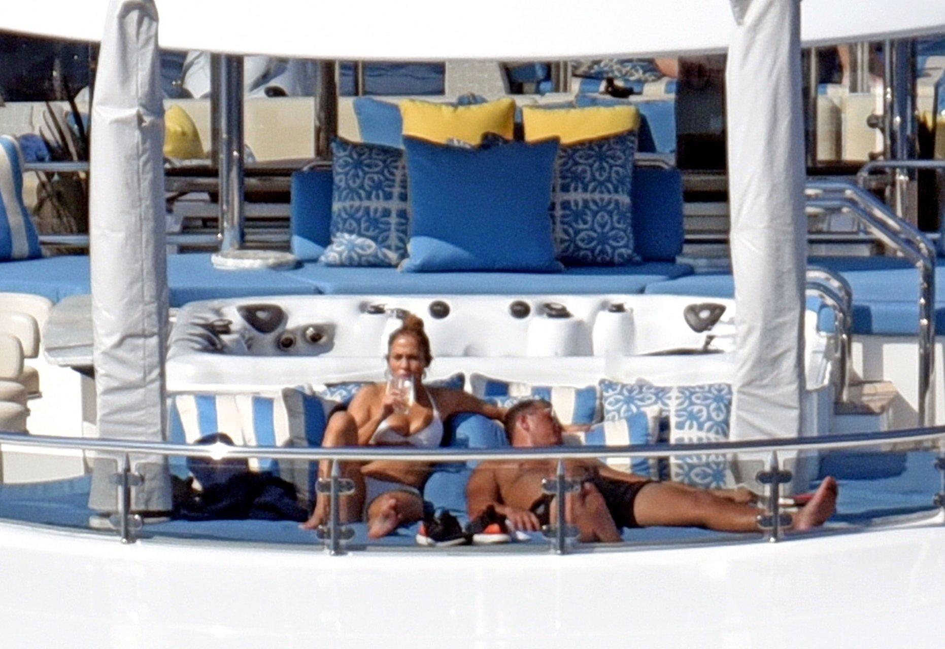Jennifer-Lopez-Sexy-TheFappeningBlog.com-84.jpg