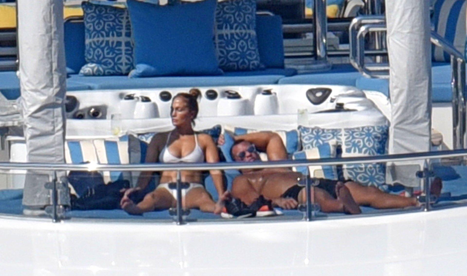 Jennifer-Lopez-Sexy-TheFappeningBlog.com-85.jpg