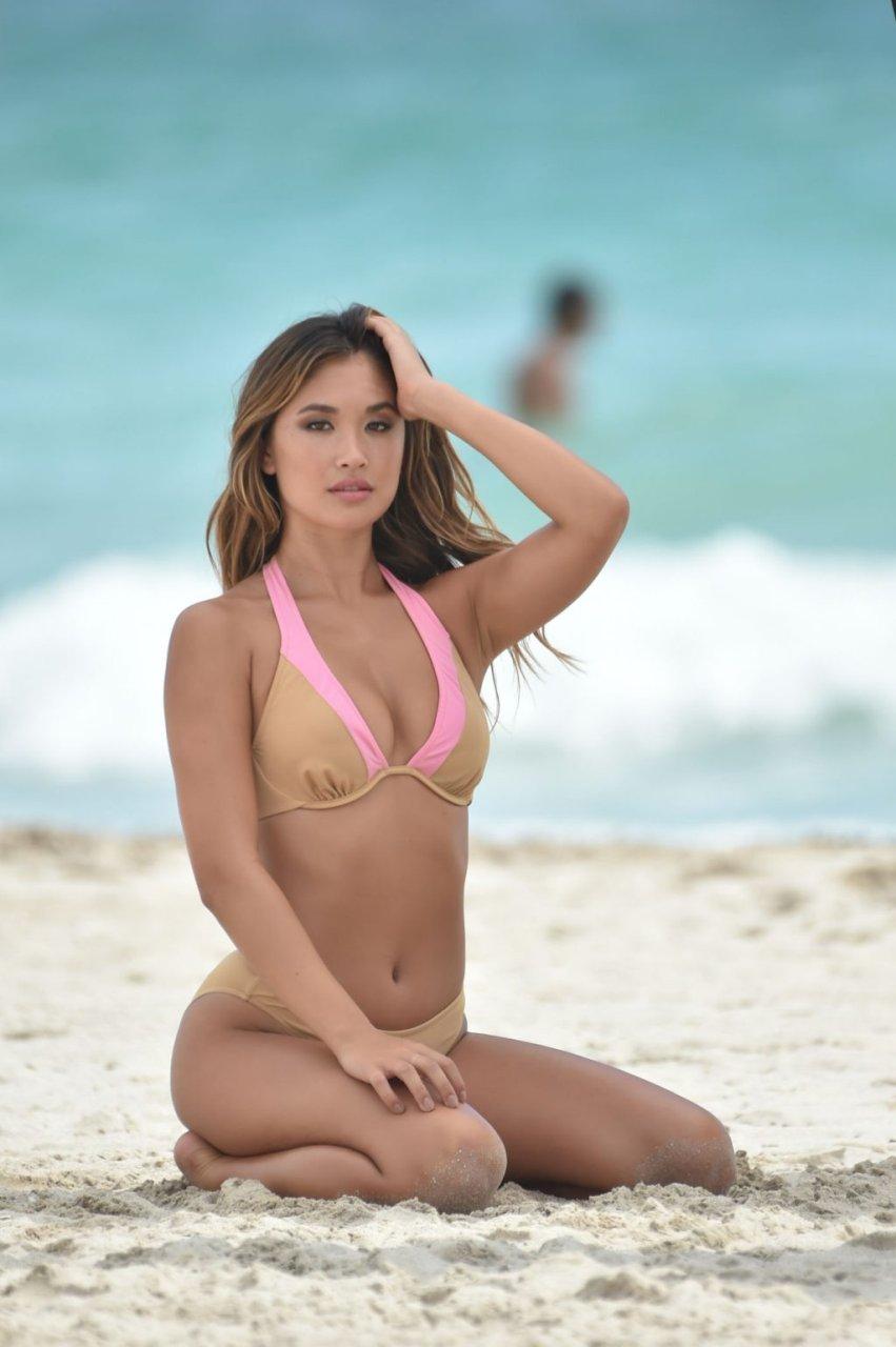 Jocelyn Chew Sexy (26 Photos)