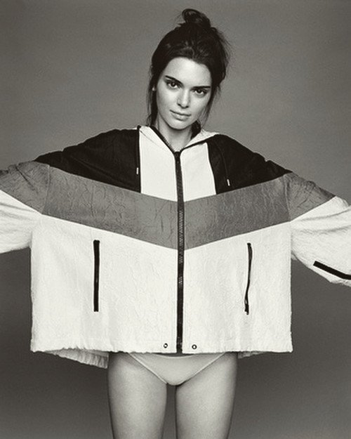 Kendall Jenner Sexy & Topless (12 Photos)
