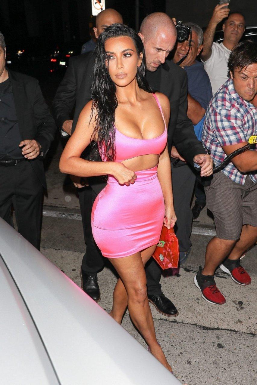 Kim Kardashian Sexy (78 Photos + Video)