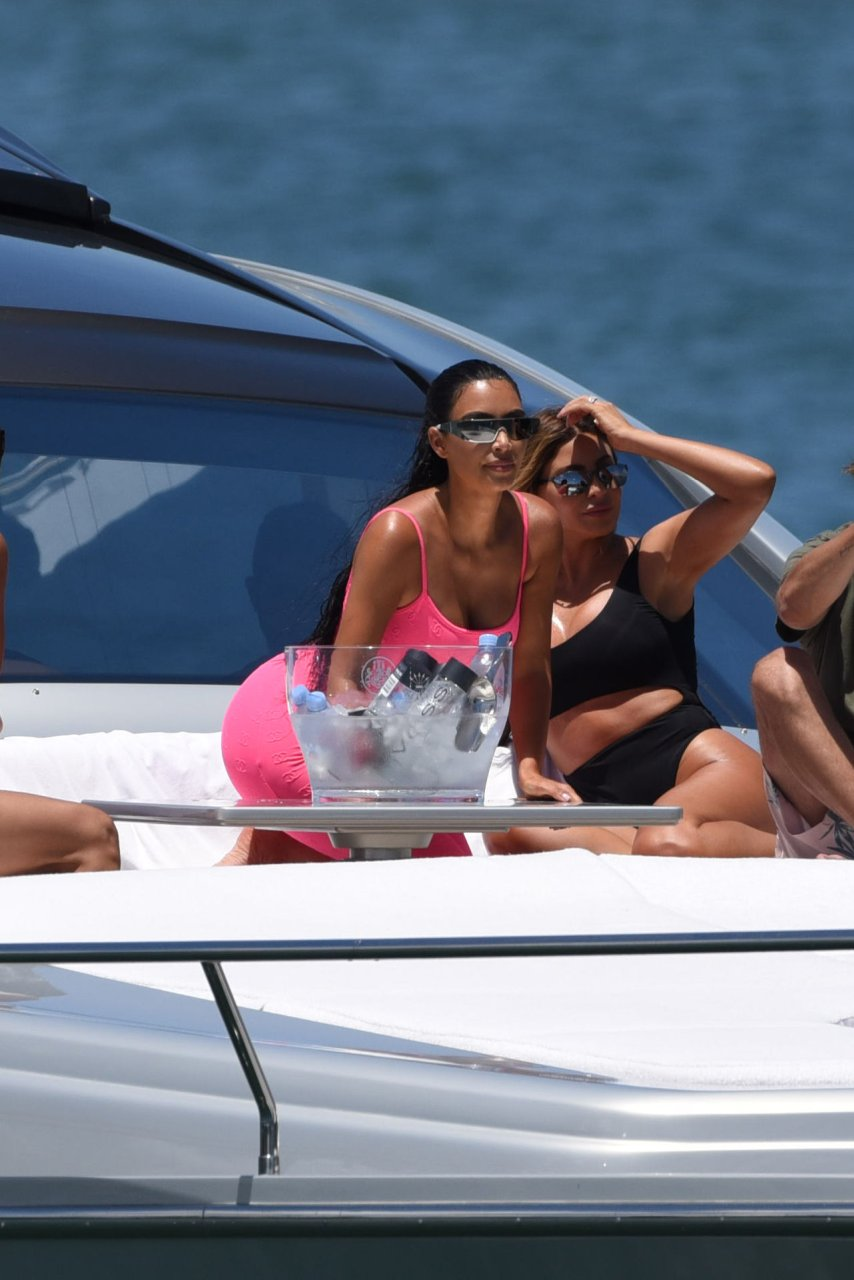 Kim-Kardashian-Sexy-TheFappeningBlog.com-79.jpg
