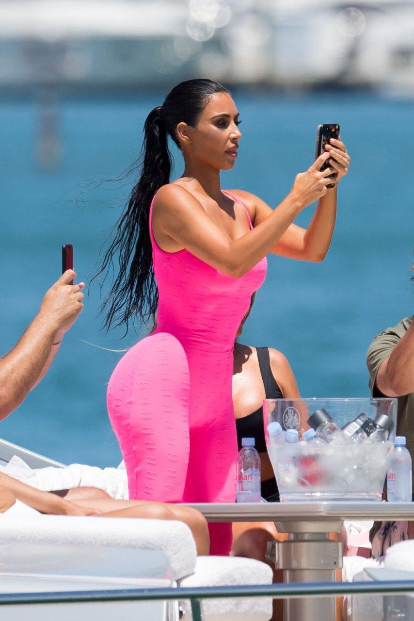 Kim-Kardashian-Sexy-TheFappeningBlog.com-81.jpg