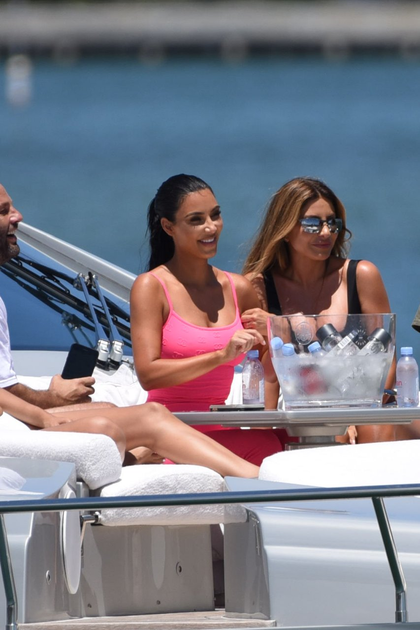 Kim-Kardashian-Sexy-TheFappeningBlog.com-84.jpg