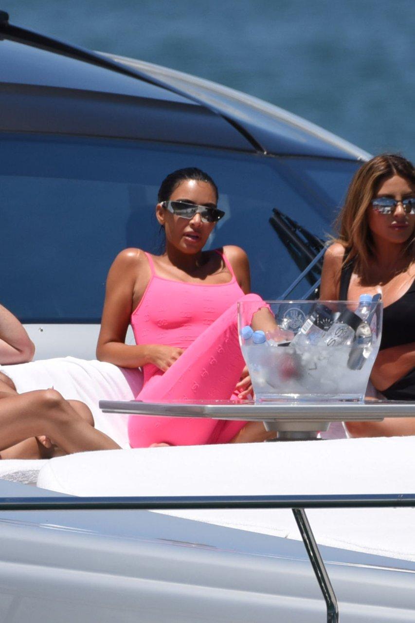 Kim-Kardashian-Sexy-TheFappeningBlog.com-87.jpg