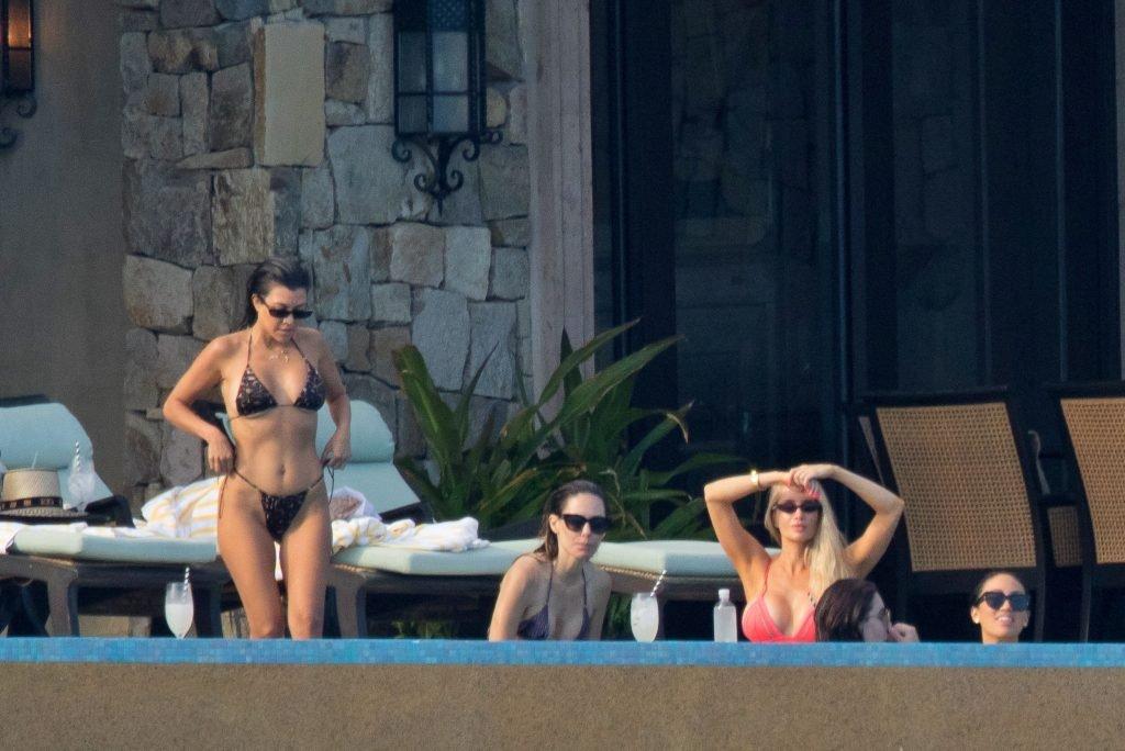 Kourtney Kardashian Sexy (17 Photos)