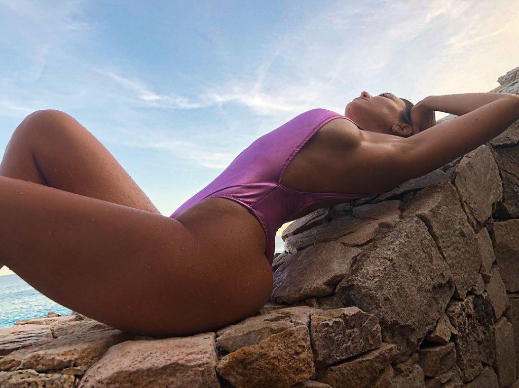 Kourtney Kardashian Sexy (23 Photos + GIF)