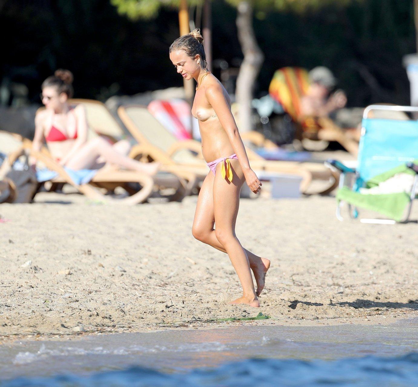 Lady-Amelia-Windsor-Sexy-Topless-TheFappeningBlog.com-27.jpg