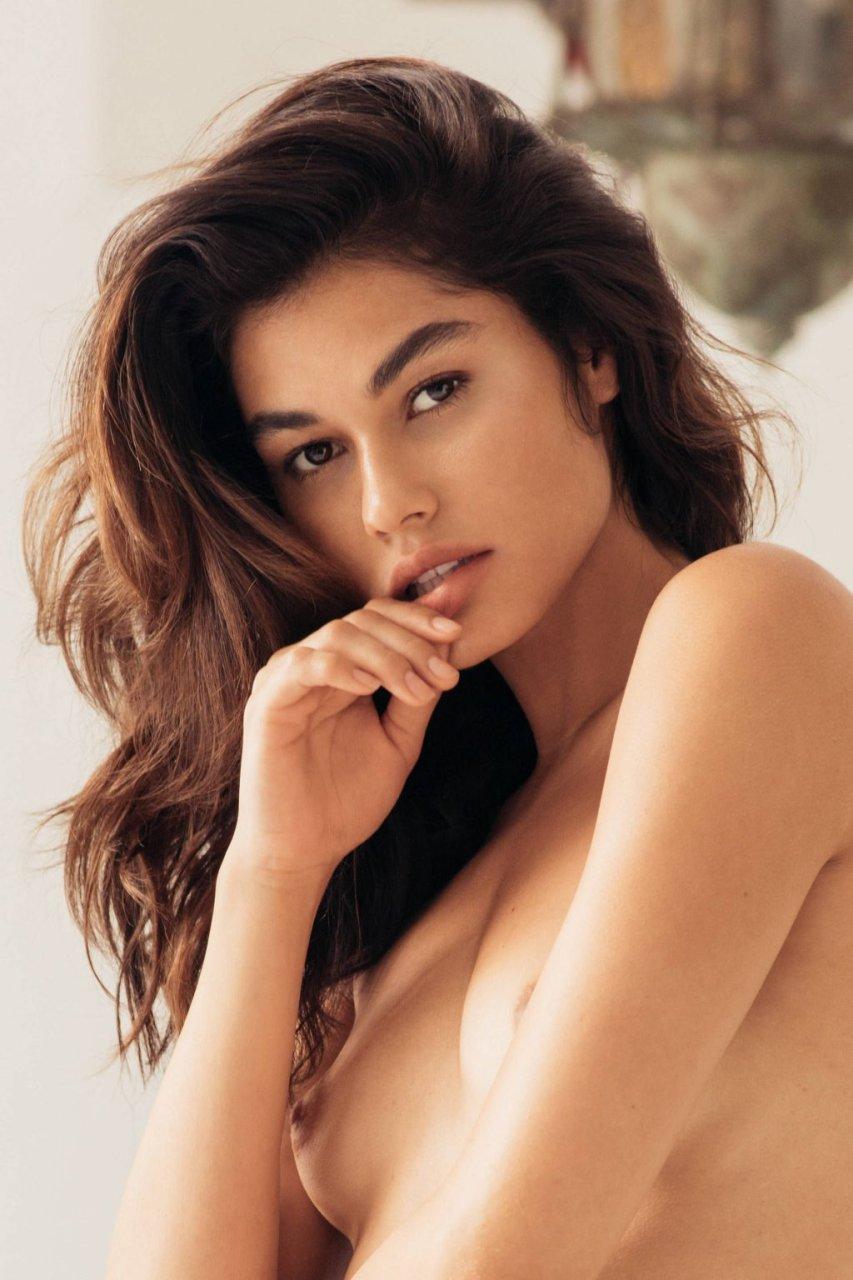 Lorena Medina Nude & Sexy (13 Photos)