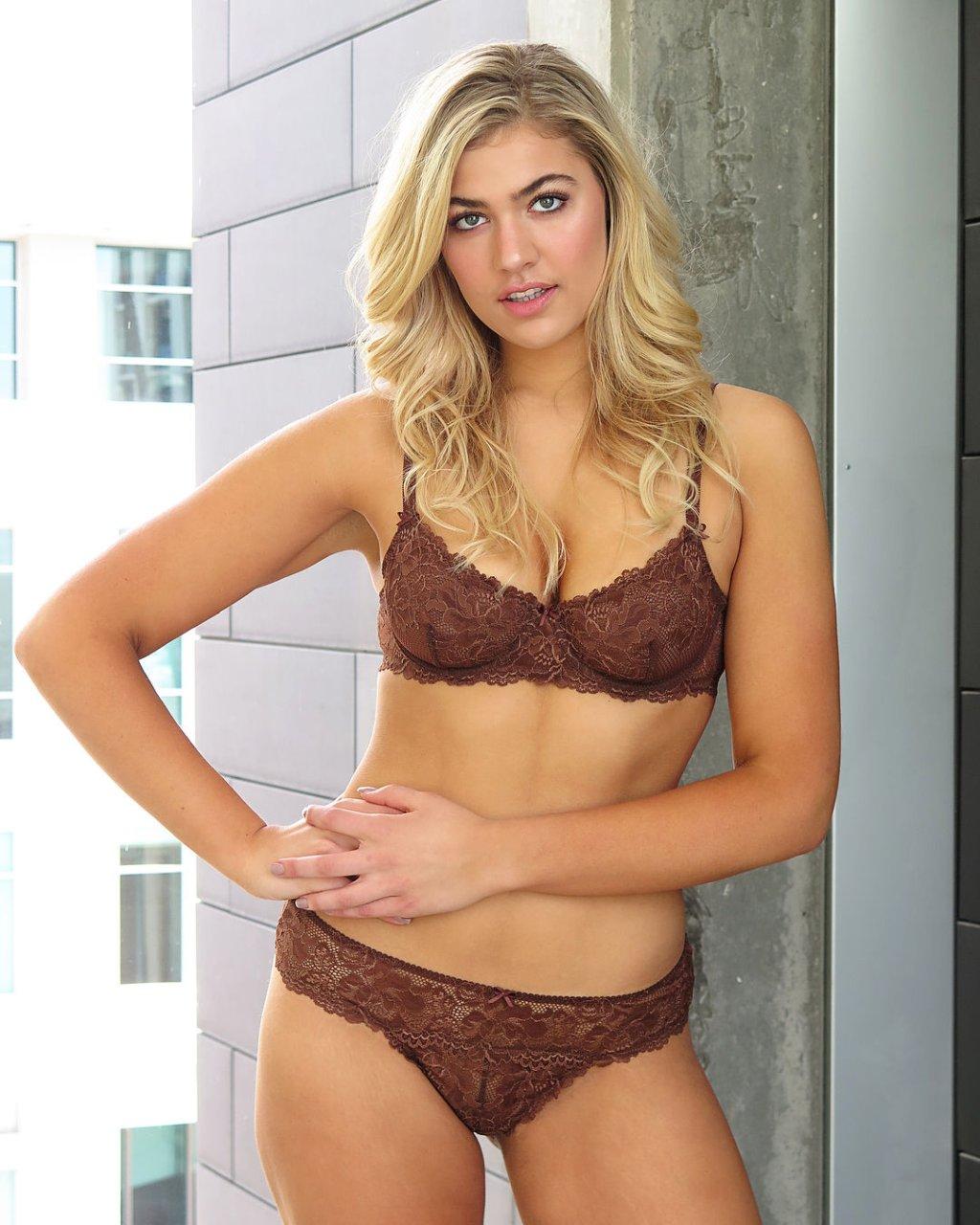Meredith Mickelson Hot Bikini Pics