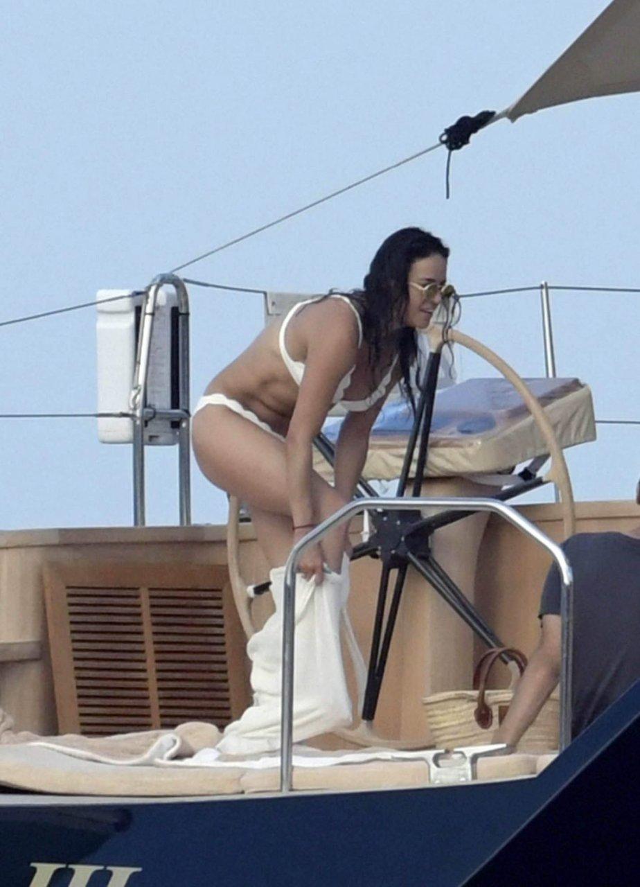 Michelle Rodriguez Sexy (36 Photos)