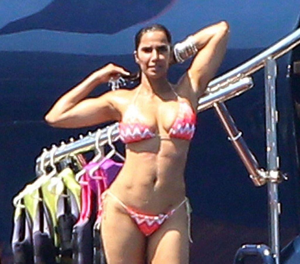 Padma Lakshmi Sexy (47 Photos)