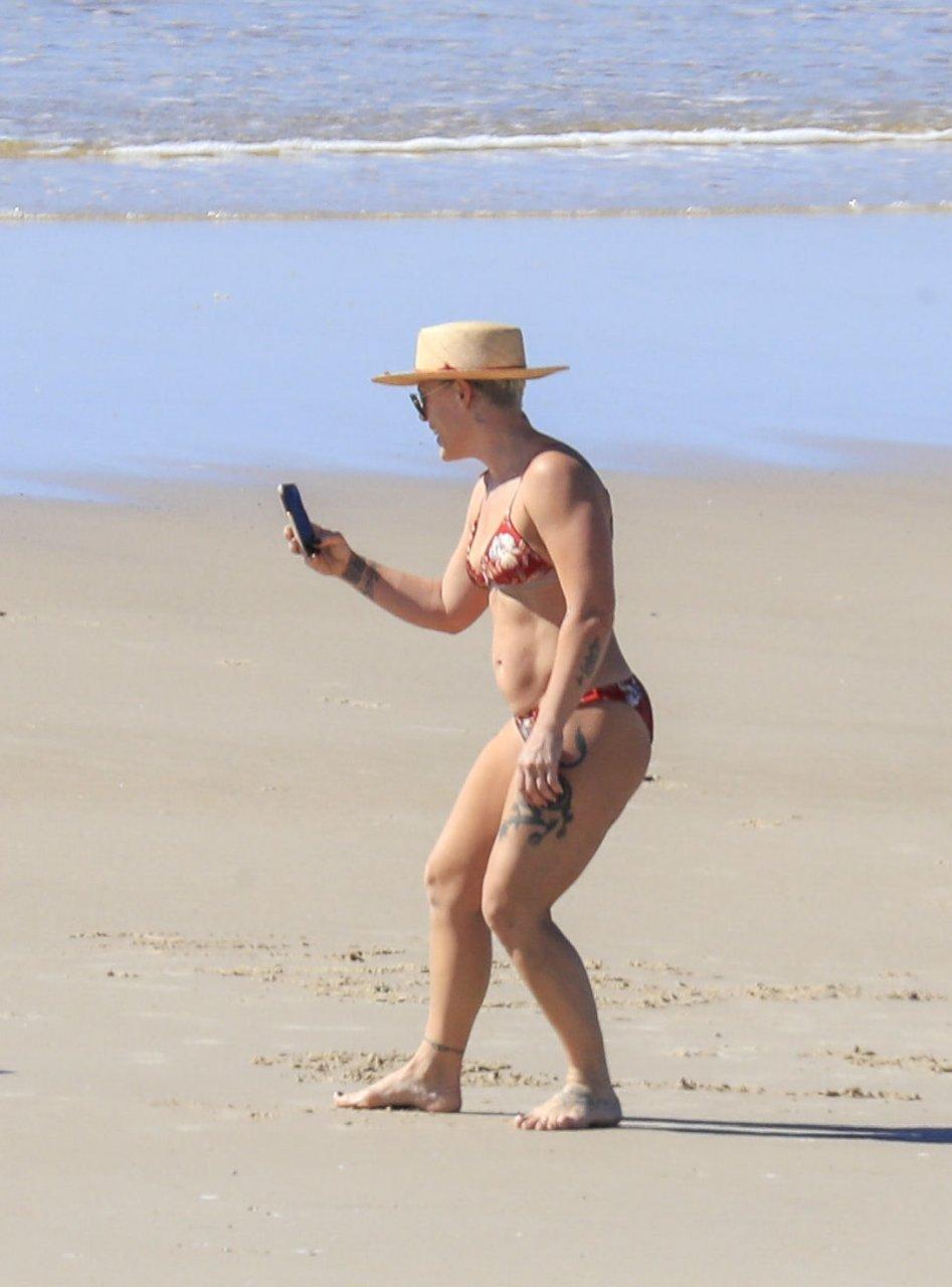 Celebrity Singer Pink Nude Photos Scenes