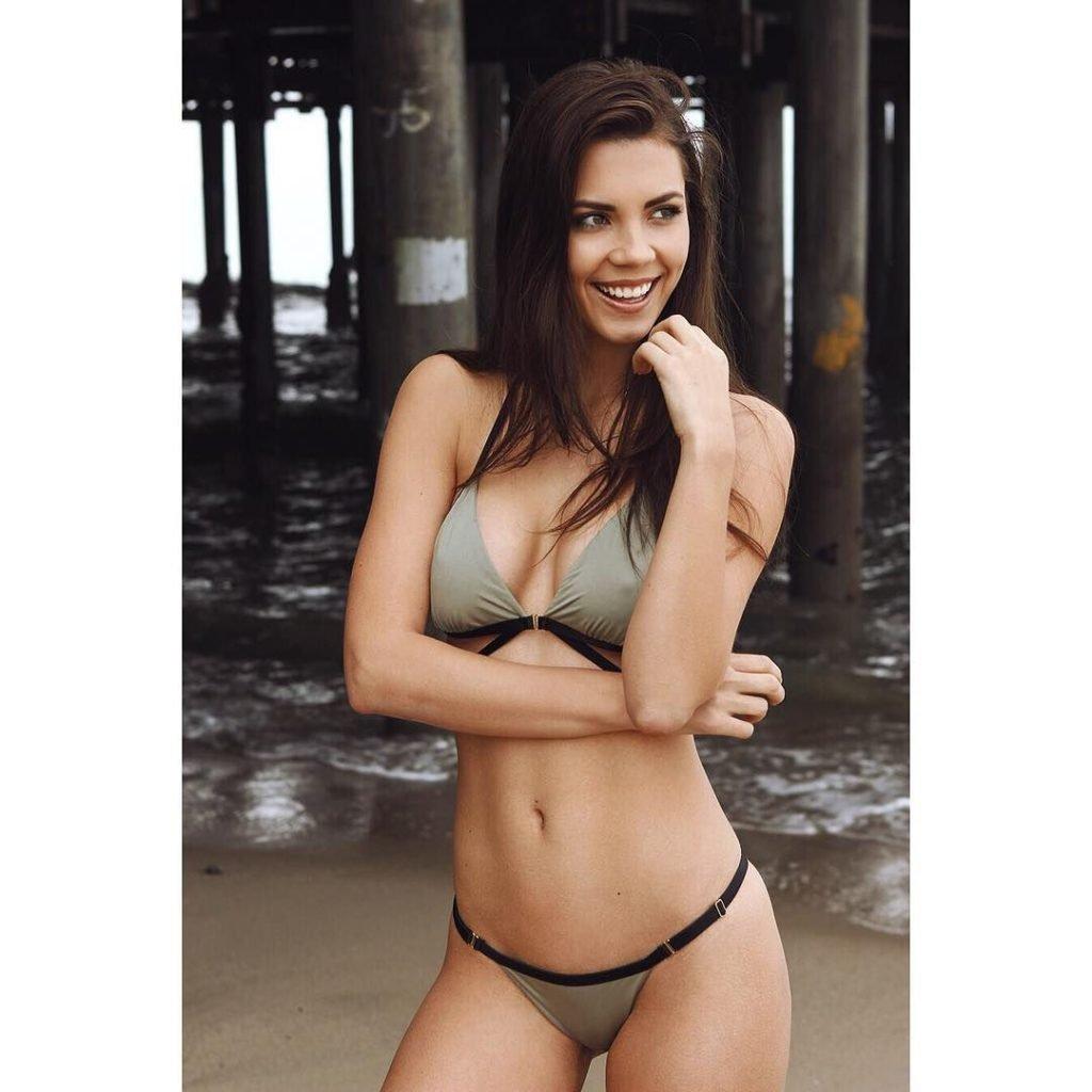 Sabrina Janssen  nackt