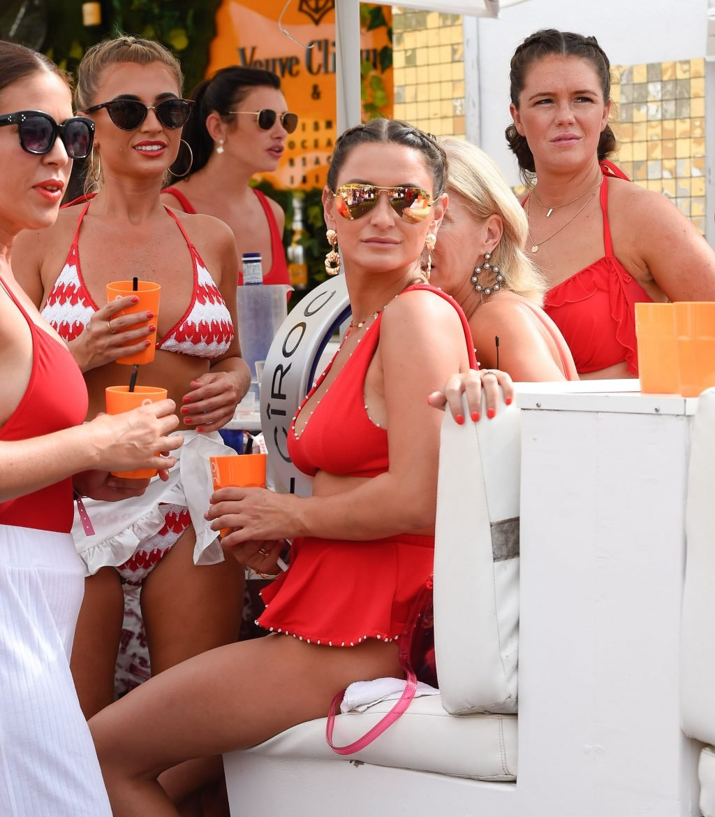 Sam Faiers, Billie Faiers, Ferne McCann Sexy (73 Photos + Video)