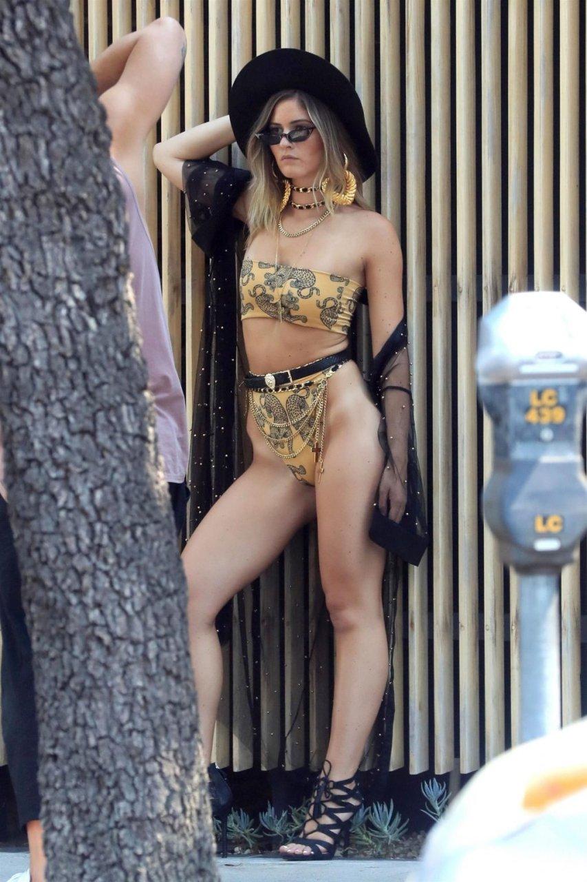 Shauna Sexton Sexy (18 Photos)