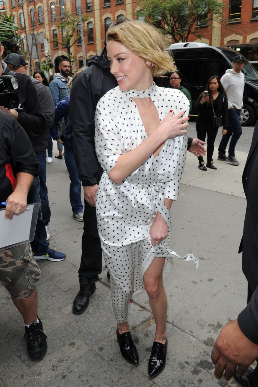 Amber Heard Braless (28 Photos)