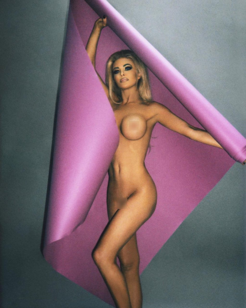 carmen electra naked and nude pictures