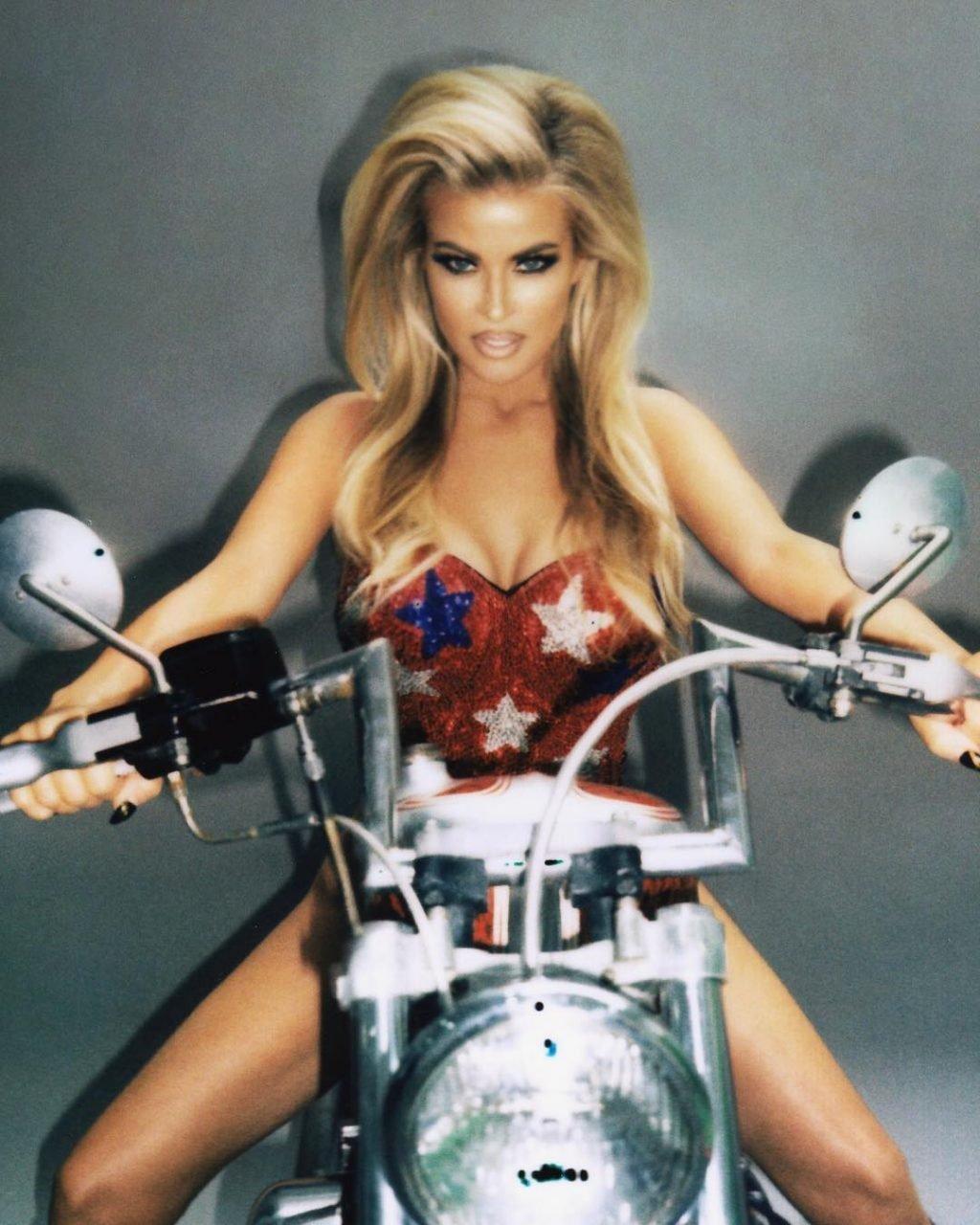 Carmen Electra Nude & Sexy (7 Photos)