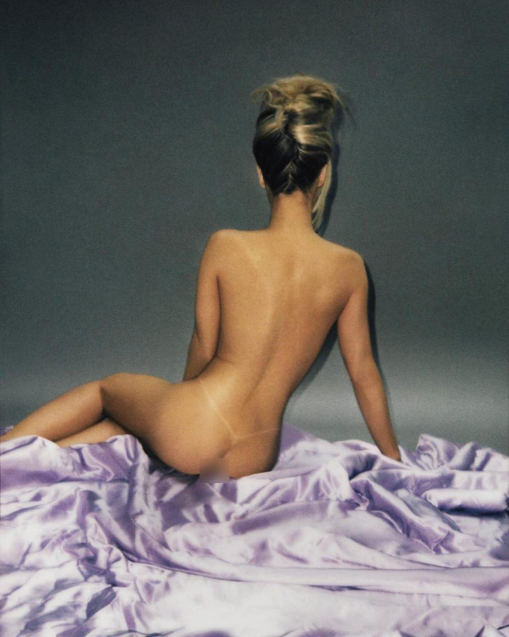 Carmen Electra Nude (3 Photos)