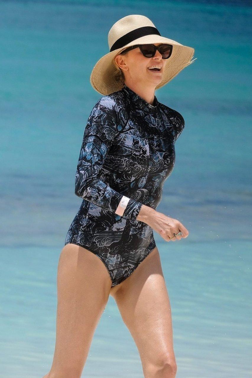 Charlize Theron Hot (33 Photos)