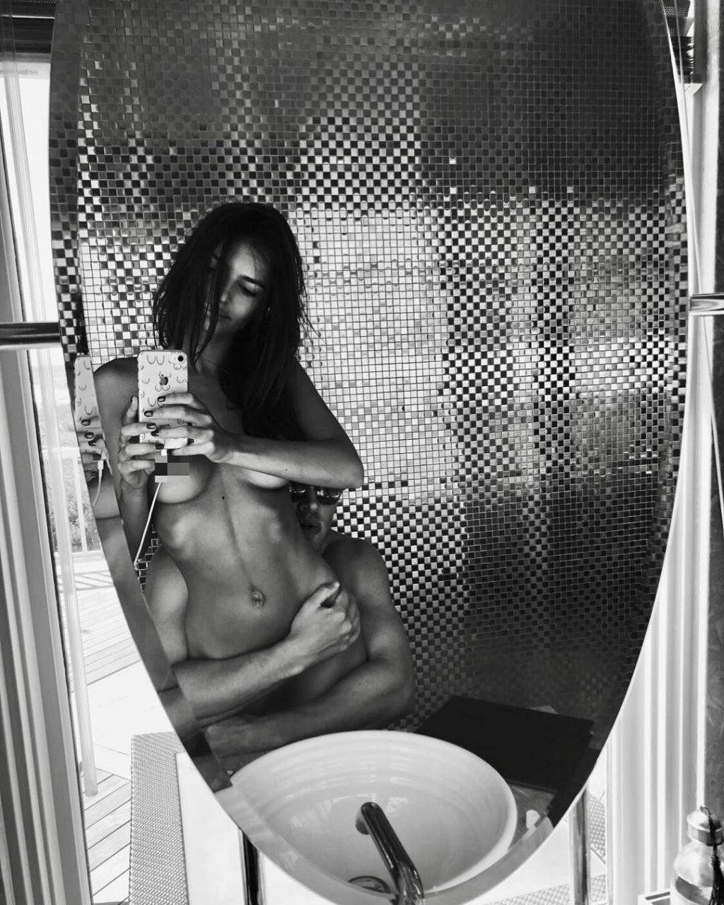 Emily Ratajkowski Nude (New Photo)