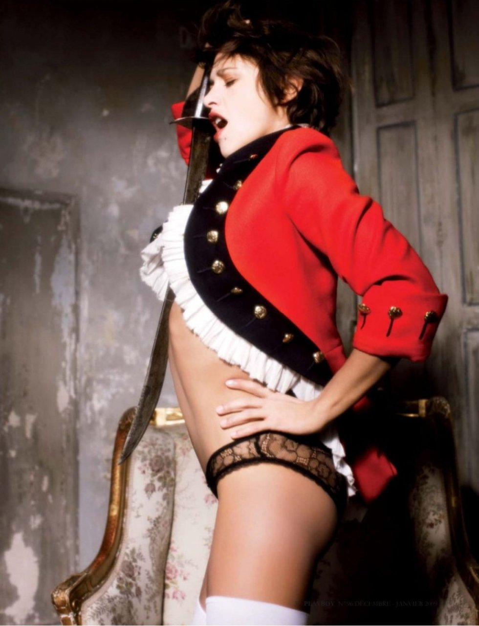 Emma de Caunes Nude & Sexy (12 Photos)