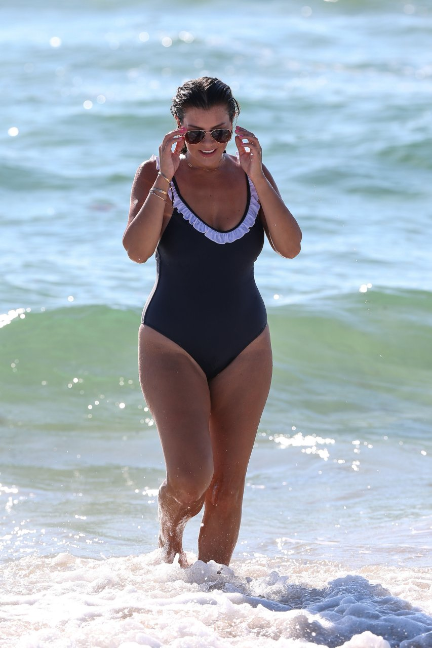 Imogen Thomas shows off her toned body in a blue Chasing Summer swimsuit in Miami, 08/26/2018