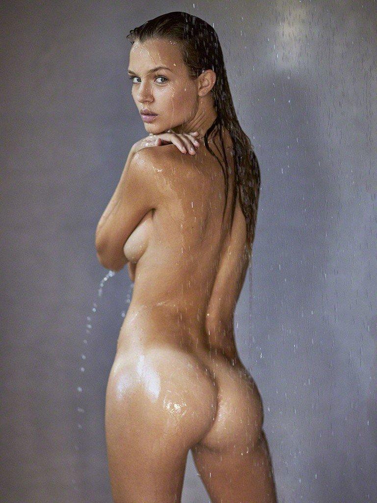 Josephine Skriver Naked (1 New Photo)